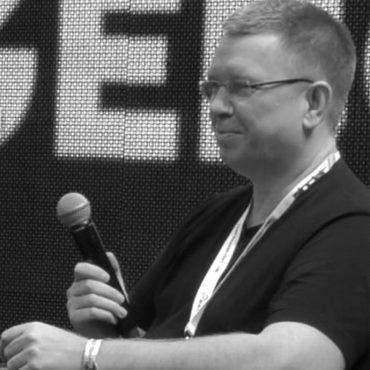 Bo Jangeborg onstage.